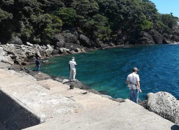 アオリイカが釣れる釣り場にはエギンガーが並ぶ秋